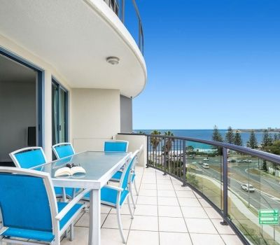 22-alexandra-headland-accommodation-1